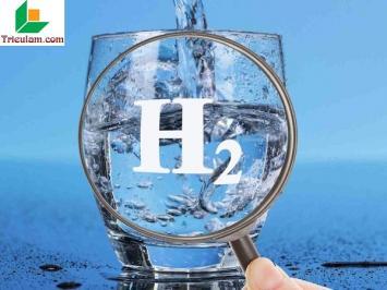 Nước ion kiềm giàu hydro có tác dụng gì trong việc loại bỏ axit dư thừa trong cơ thể?